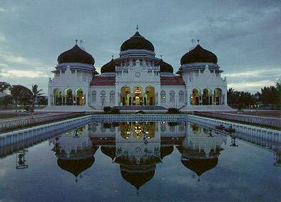 Raya   Baitur  Mosque   in  Indonesia
