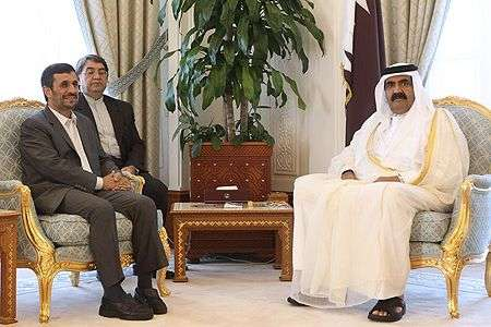 Iranian President Mahmoud Ahmadinejad (L) and Qatari Emir Sheikh Hamad bin Khalifa Al Thani in Doha on September 5