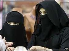 Fatwa Wahabi yang Mengekang Perempuan di Saudi Arabia