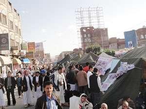 احراق خیام فی ساحة التغییر بصنعاء محسوبین على الحوثیین