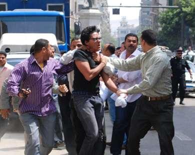 الامن القومی المصری بلباس مدنی الى میدان التحریر لفض الاعتصام بالقوة