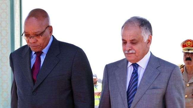 South African President Jacob Zuma (L) is greeted by former Libyan Prime Minister Baghdadi al-Mahmudi upon his arrival in Tripoli on May 30, 2011 (file photo)