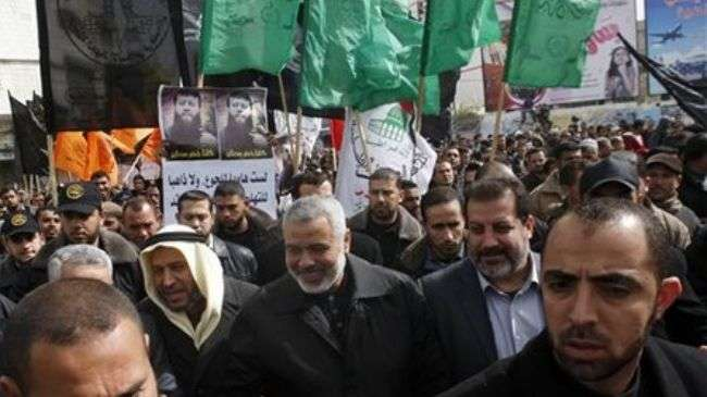 Palestinians rally to support hunger striker in Israeli jail