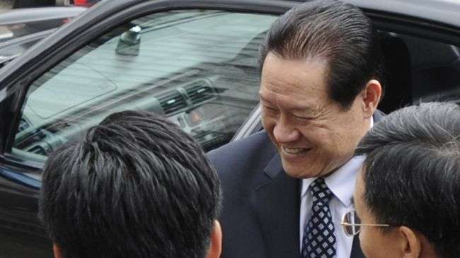 Member of the Standing Committee of the Political Bureau of the Communist Party of China (CPC) Central Committee and secretary of the CPC Central Commission for Political and Legal Affairs Zhou Yongkang (C). (file photo)