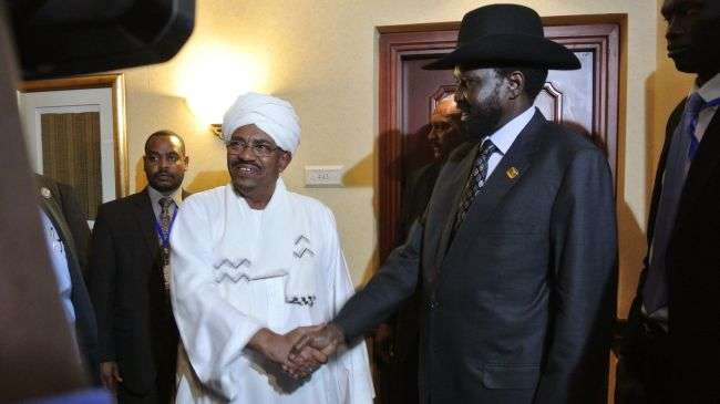 Sudanese President Omar al-Bashir (L) shakes hands with his South Sudanese counterpart Salva Kiir (R) following a meeting in the Ethiopian capital Addis Ababa on July 14, 2012.