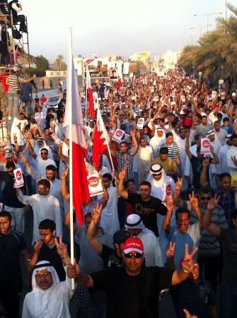 قوات بحرینیة تقمع متظاهرین یطالبون بإسقاط النظام فی المنامة