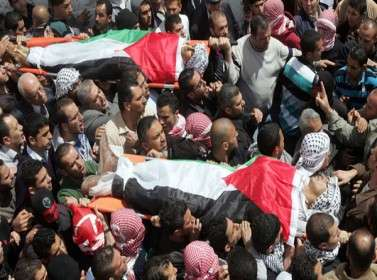 آلاف الفلسطینیین یشیّعون الشهید الأسیر میسرة أبو حمدیة