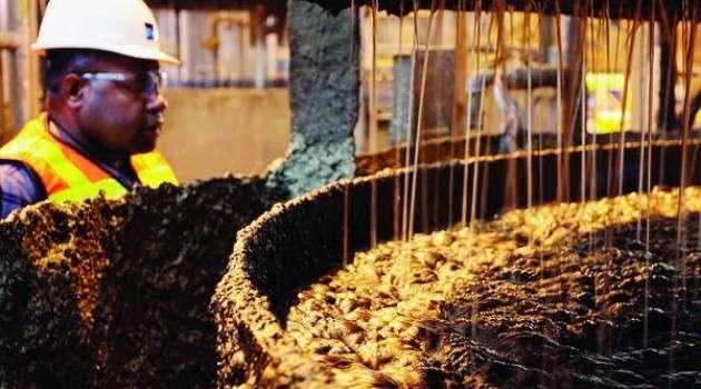 Proses pemisahan emas yang dilakukan di PT Freeport Indonesia. *LICOM