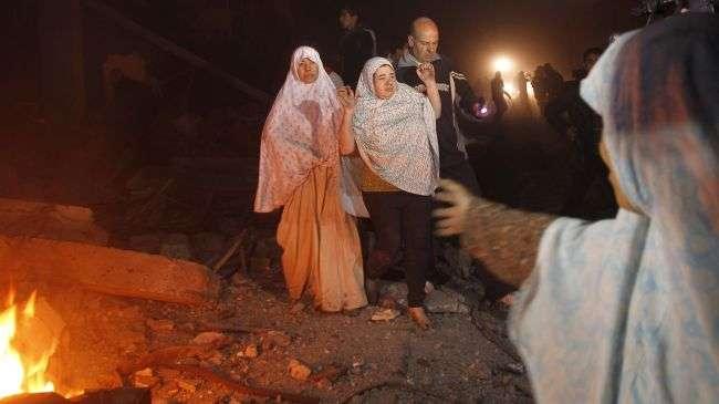 Warga Gaza, meninggalkan reruntuhan rumah mereka.jpg