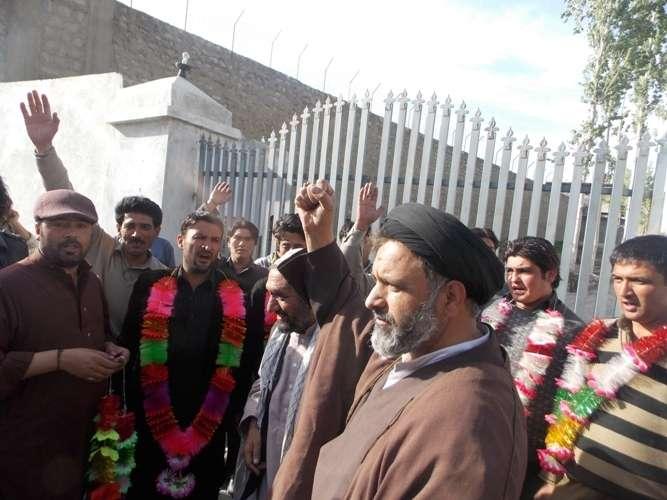اسکردو جیل سے خپلو کے جوانوں کی رہائی کے موقع پر آغا علی رضوی کی سرپرستی میں پرتپاک استقبال کی تصویری جھلکیاں