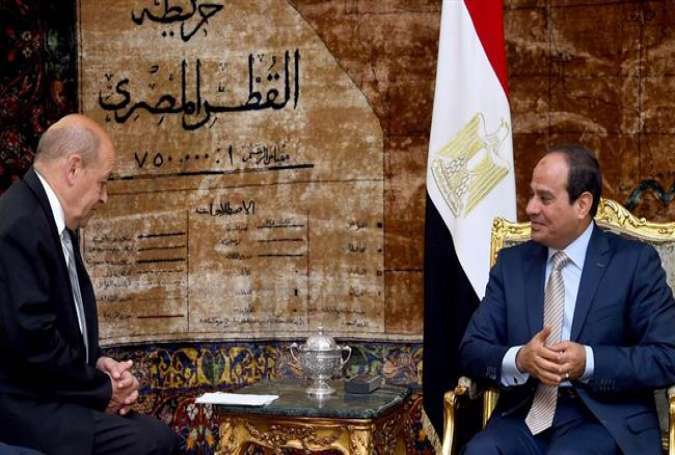 A handout picture released by the Egyptian Presidency on July 25, 2015 shows Egyptian President Abdel Fattah el-Sisi (R) meeting with French Defense Minister Jean-Yves Le Drian in the capital, Cairo.
