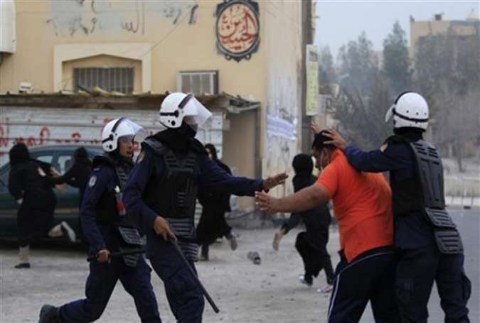 Bahraini police clashing with anti-regime protesters in Sitra