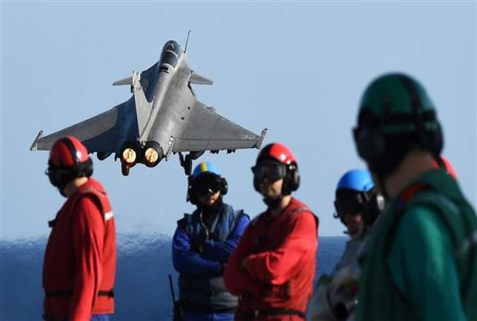 A French Rafale fighter jet takes off with bombs from the French aircraft carrier Charles de Gaulle in the Mediterranean Sea on November 23, 2015.
