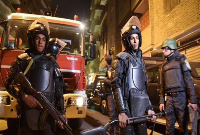 Egyptian security personnel stand guard at the scene of a bomb blast in the city of Giza, January 21, 2016.