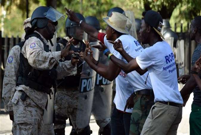 Demonstrators talk to Haitian police during a protest against President Michel Martelly in Port-au-Prince on February 5, 2016.