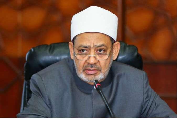 کعبے کی طرف رخ کرکے نماز پڑھنے والے کسی بھی شخص کی تکفیر جائز نہیں، شیخ احمد طیب