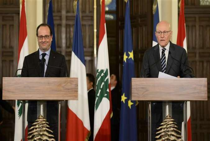 French President Francois Hollande (L) attends a joint press conference with Lebanese Prime Minister Tammam Salam after a meeting in Beirut on April 16, 2016.