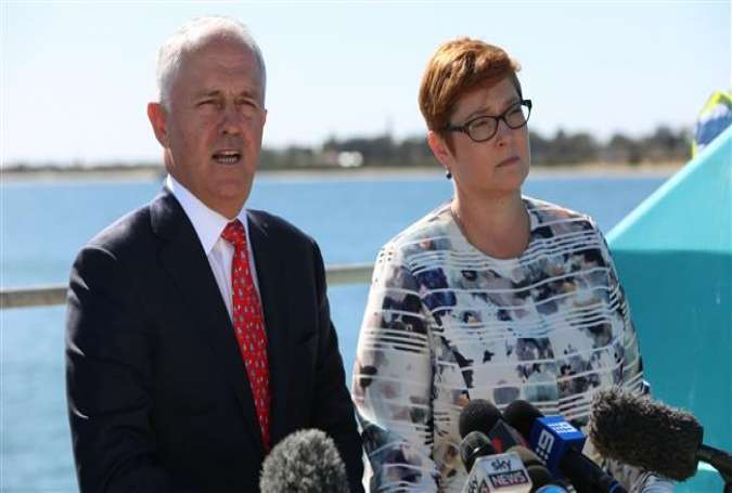 Australian Prime Minister Malcolm Turnbull (L) and Defense Minister Marise Payne (R) announce that French contractor DCNS beat Germany and Japan for a $40 billion submarine contract on April 26, 2016.