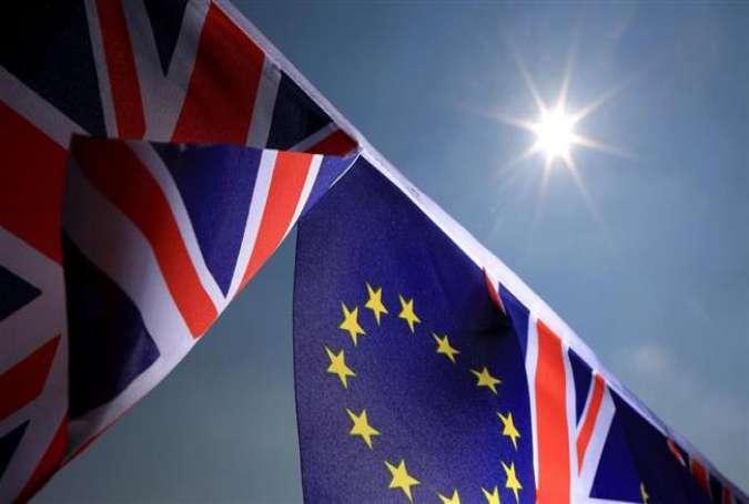 英国人の50%は英国がEUを離れなければならないと言うと、50パーセントは、それがEUに残るべきであると言います。