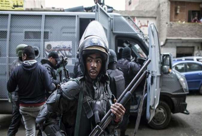 Members of the Egyptian special forces patrol the streets in the al-Haram neighborhood of Cairo's southern Giza district in order to head off potential anti-government protests, January 25, 2016.