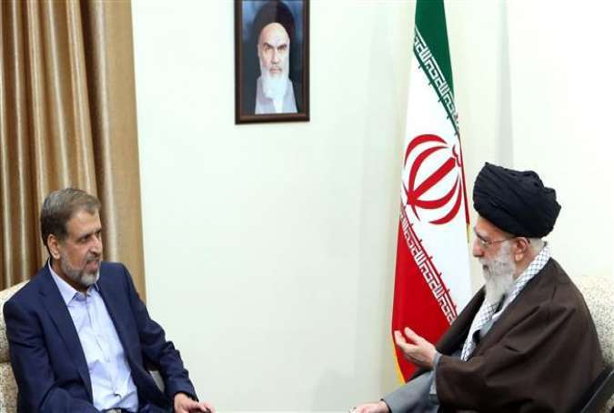 Leader of the Islamic Revolution Ayatollah Seyyed Ali Khamenei (R) speaks with Ramadan Abdullah, the head of the Palestinian Islamic Jihad movement, in Tehran, May 1, 2016.