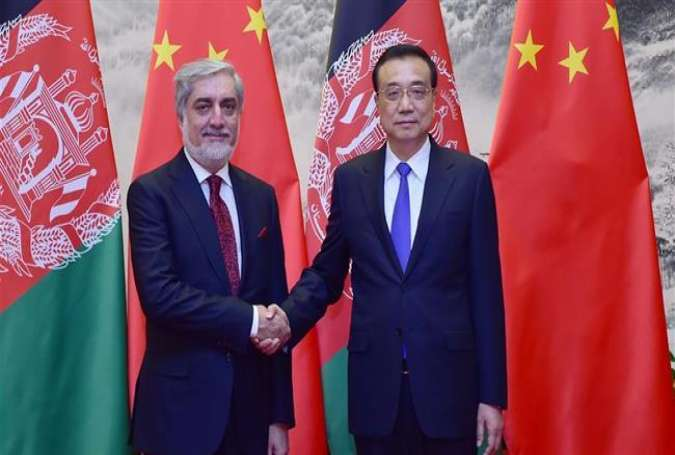 Chinese Premier Li Keqiang (R) shakes hands with visiting Afghan Chief Executive Abdullah Abdullah in China's capital, Beijing, May 16, 2016.