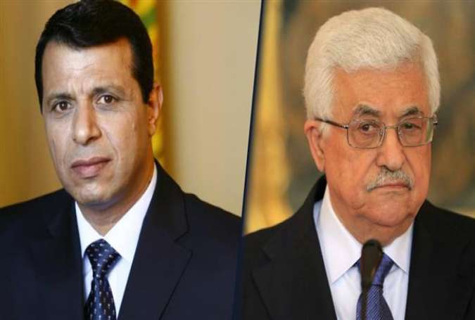 Palestinian President Mahmoud Abbas (R) and Mohammed Dahlan, former leader of the Fatah movement in Gaza
