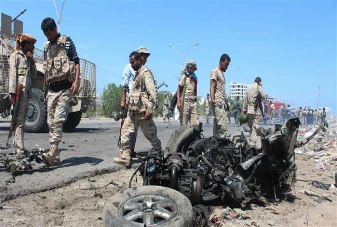 Yemeni forces inspect the site of a bomb-laden car in the al-Mansoura district of Yemen's Aden Province on May 1, 2016.