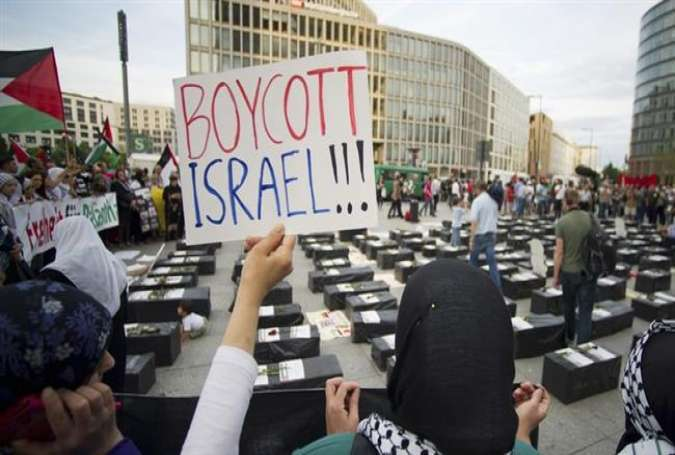 Protesters calling for the boycott of the Israeli regime