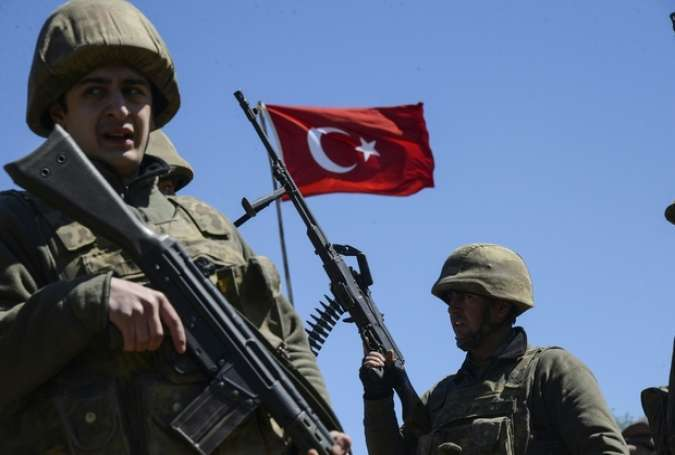 Turkish Border Guards Fire on Fleeing Syrians, 8 Dead