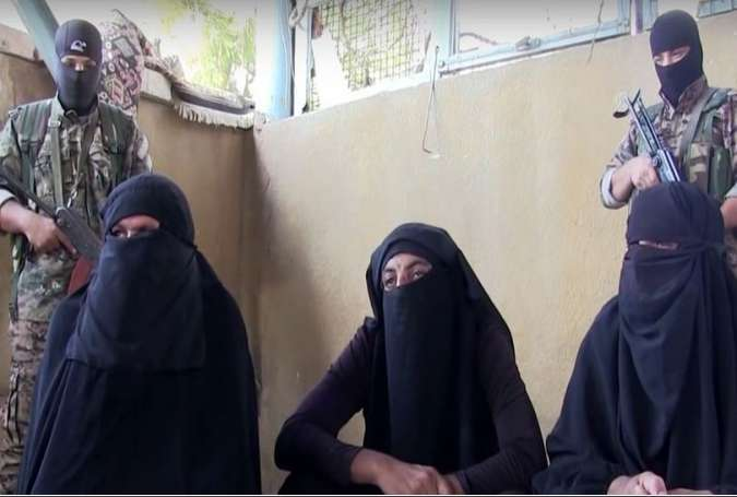 ISIL Fighters Captured while Fleeing Syria's Manbij Dressed as Women