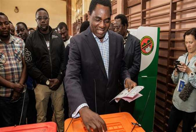 Zambian presidential candidate Hakainde Hichilema of main opposition party United Party for National Development, casts his ballot during the Zambian general elections on August 11, 2016 in Lusaka.