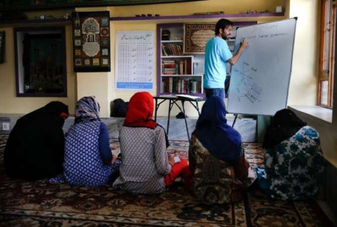 Kashmiris Take Education to Mosques as India Closes Schools