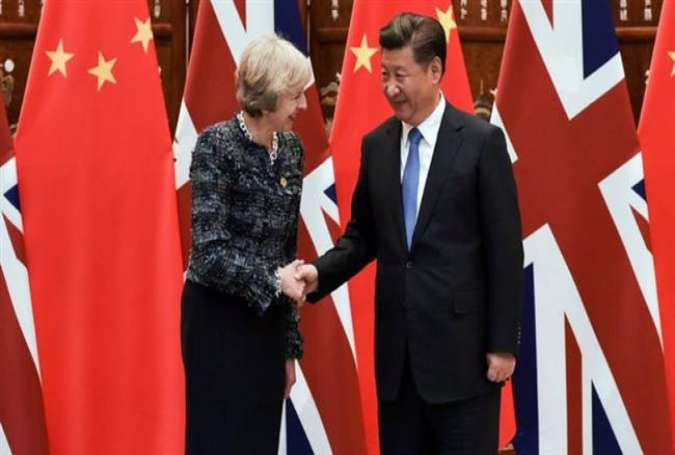 Chinese President Xi Jinping (R) shakes hand with British Prime Minister Theresa May before their meeting on the sidelines of the G20 Summit in the Chinses city of Hangzhou on September 5, 2016.