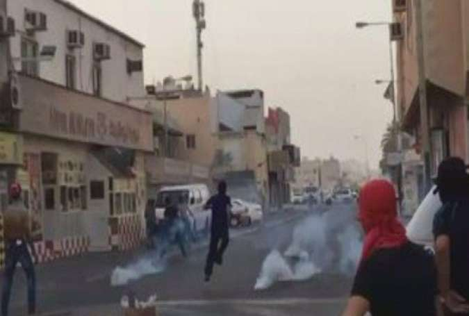 Clashes Erupt in Bahrain after Regime Forces Take down Ashura Banners