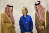 Hilary Clinton Surrounded by Saudi Officials