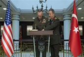 Turkish military chief Hulusi Akar (R) and American counterpart Joseph Dunford