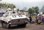 People look on as United Nations armored vehicles patrol in Congo. (File photo)