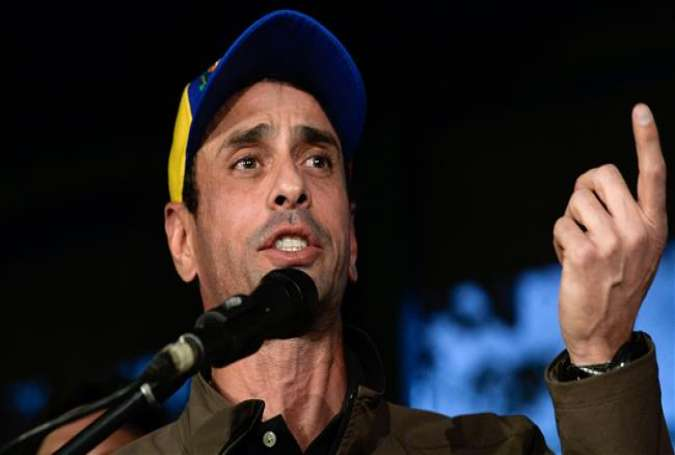 Venezuelan opposition leader and former presidential candidate Henrique Capriles speaks during a press conference in Caracas on April 7, 2017. (Photo by AFP)