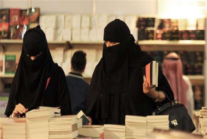 Saudi women attend the Jeddah International Book Fair in the Saudi Red Sea port city of Jeddah, Saudi Arabia, December 17, 2016. (Photo by AFP)
