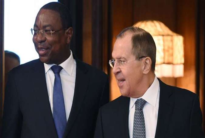 Russian Foreign Minister Sergei Lavrov (R) speaks with his Senegalese counterpart Mankeur Ndiaye (L) during a meeting in Moscow, April 17, 2017. (Photo by AFP)