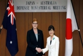 Australian Defense Minister Marise Payne (L) meets with her Japanese counterpart Tomomi Inada ahead of a 2+2 meeting with foreign ministers of the two countries, at the Defense Ministry in Tokyo, Japan, April 19, 2017. (Photo by AFP)
