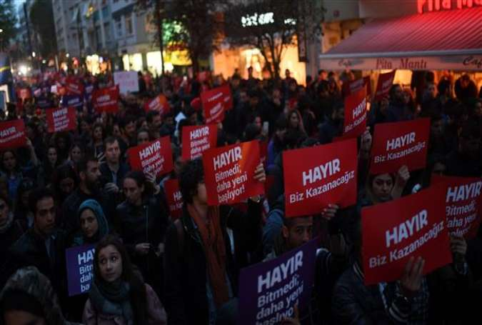 Turks protest against referendum result in Istanbul