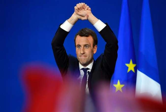 French presidential election candidate for the En Marche! movement Emmanuel Macron gestures at the audience during a meeting at the Parc des Expositions in Paris, after the first round of the presidential election, April 23, 2017. (Photo by AFP)