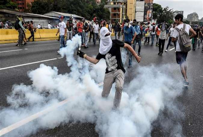 Demonstrators clash with police during a protest in Caracas, Venezuela, April 20, 2017. (Photo by AFP)