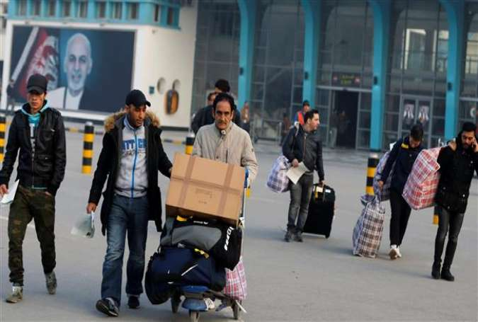 The Afghan nationals whose asylum applications have been rejected arrive from Germany in an airport in Kabul, Afghanistan, December 15, 2016. (Photo by AFP)
