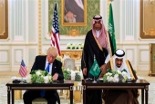 A handout picture provided by the Saudi Royal Palace on May 20, 2017 shows US President Donald Trump (L) and Saudi Arabia