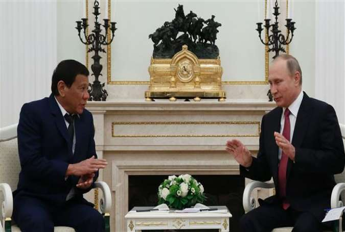 Russian President Vladimir Putin (R) and Philippine President  Rodrigo Duterte at the Kremlin, in Moscow, on May 23, 2017.jpg