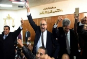 Egyptian lawyer and former presidential candidate Khaled Ali (C) celebrates after the Supreme Administrative Court upheld on January 16, 2017 a ruling voiding a government agreement to hand over two Red Sea islands to Saudi Arabia in a deal that had sparked protests in Egypt. (Photo by AFP)
