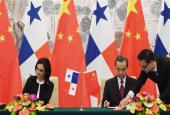 Panama's Foreign Minister Isabel de Saint Malo (L) and Chinese Foreign Minister Wang Yi (2nd L) sign a joint communiqué on establishing diplomatic relations in Beijing on June 13, 2017.